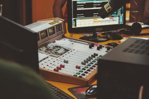 5 Recording & Mixing Hacks for Creating Radio-Worthy Songs from Your Bedroom-1