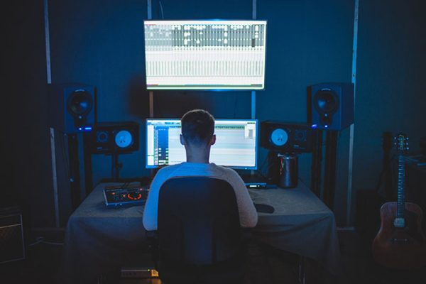Here's How Much You Can Make as An Audio Engineer-1